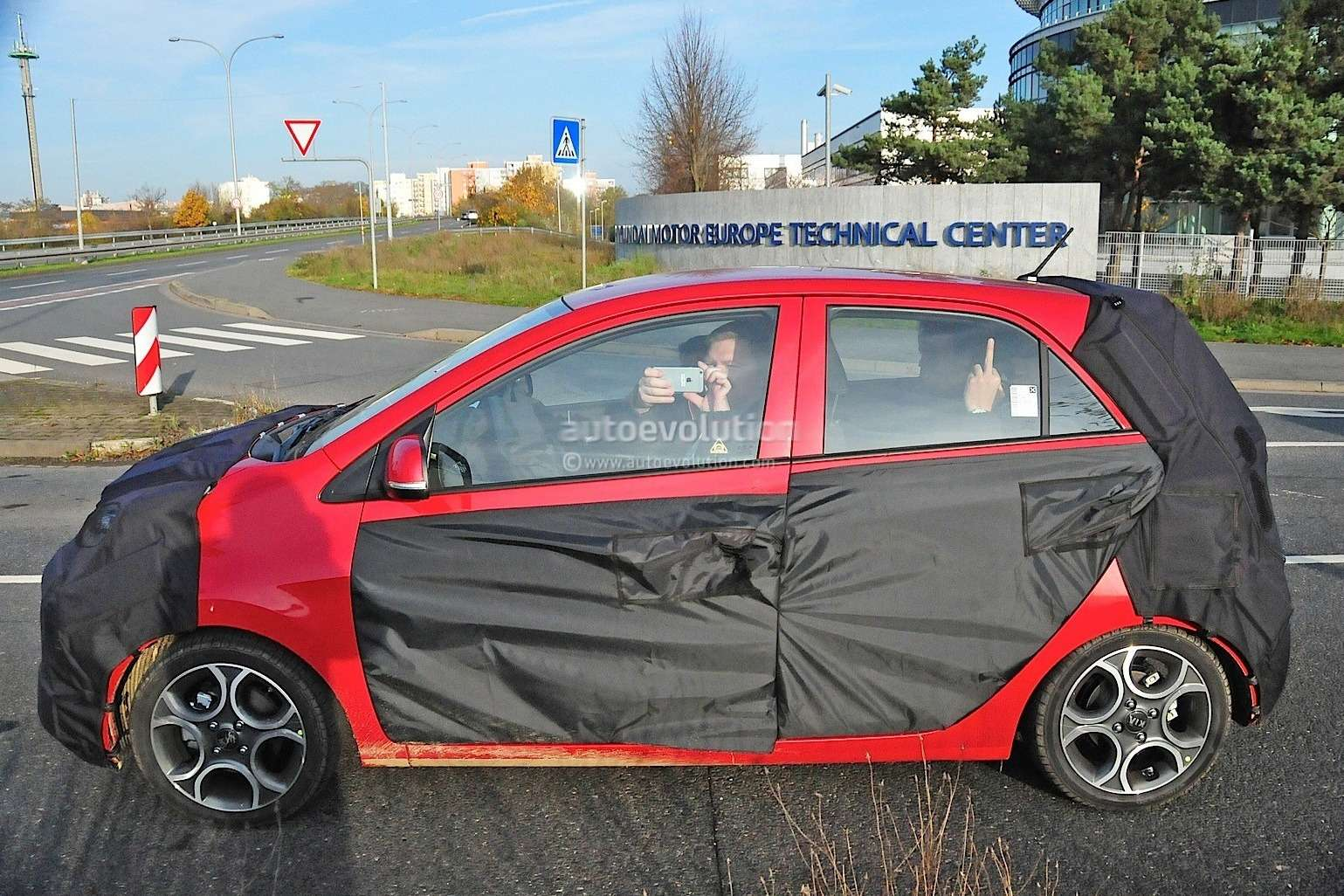 2015-kia-picanto-facelift-spied-in-germany-photo-gallery_4
