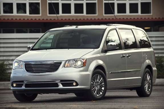 Chrysler Town & Country side-front view