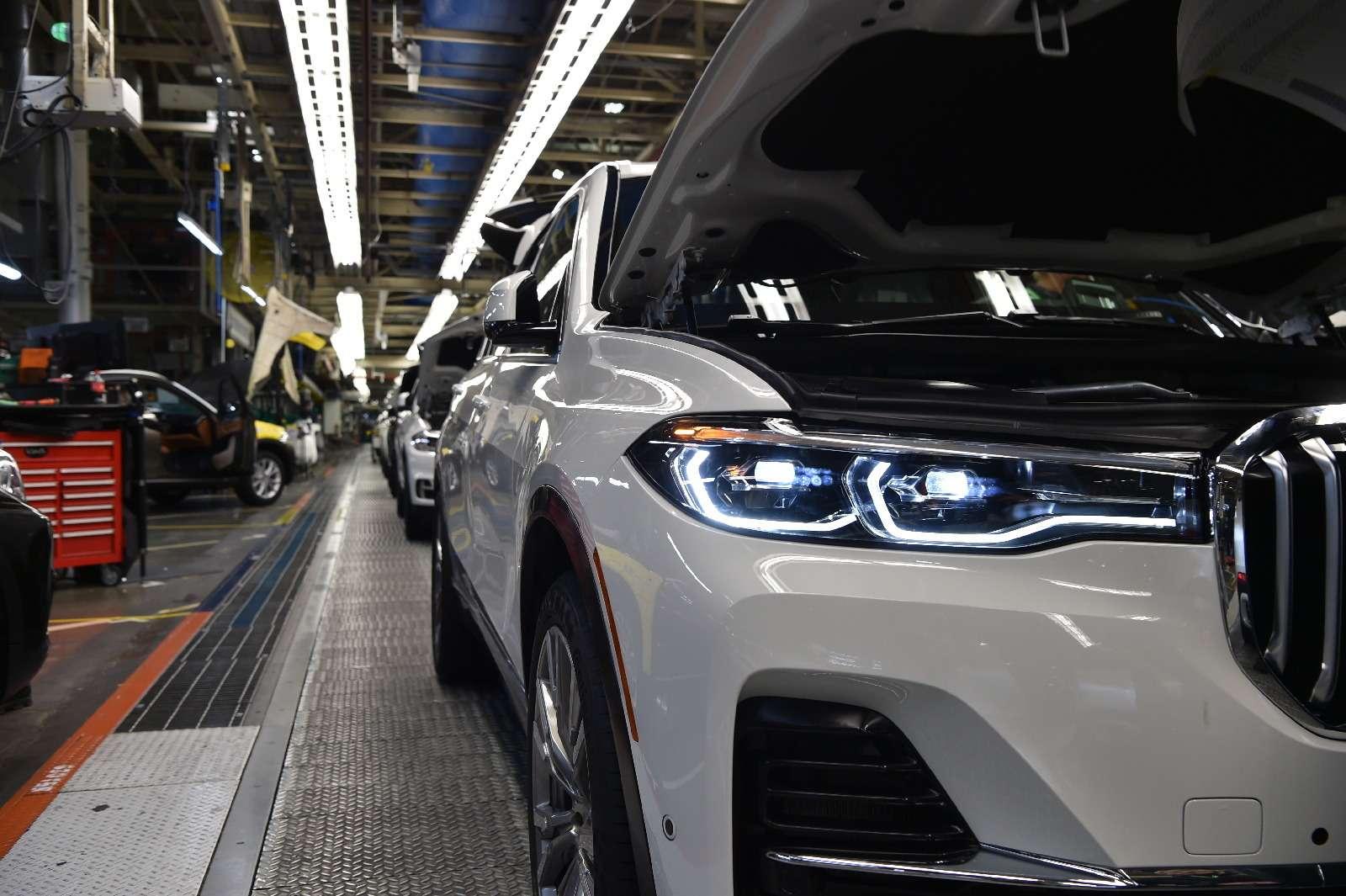 BMWX7встал наконвейер (нокупить его пока нельзя)— фото 828442