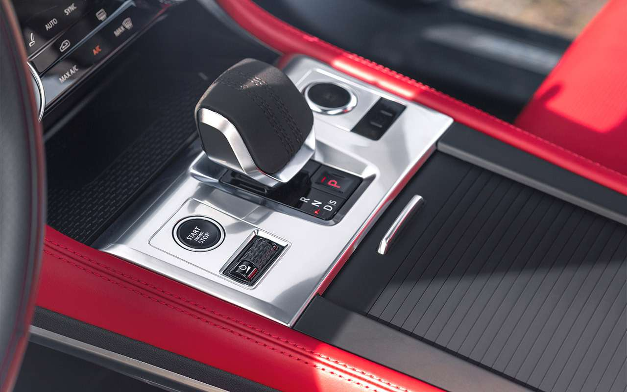 14«фишек» обновленного Jaguar F-Pace— фото 1230369