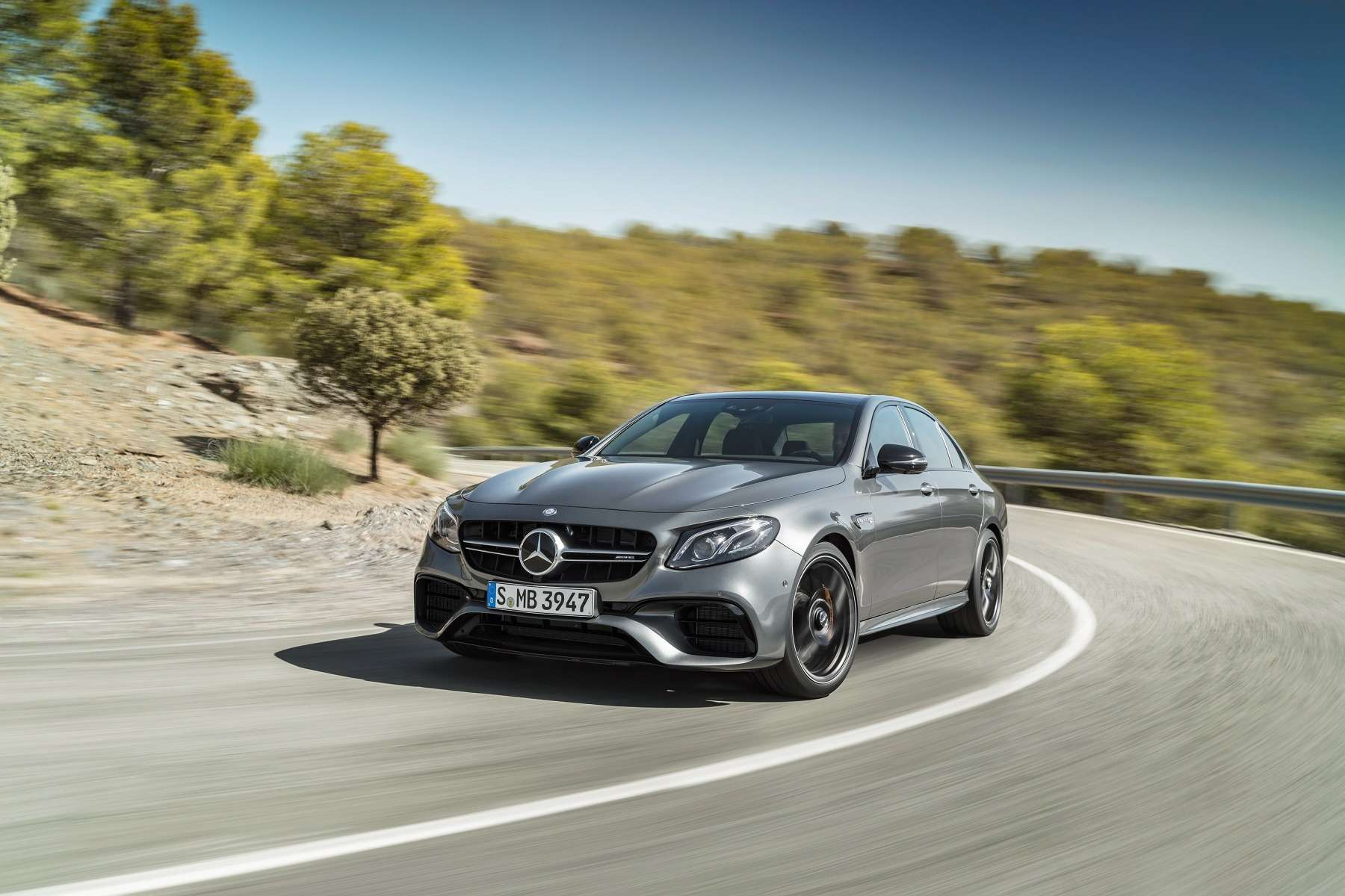 «Волк» нового века: Mercedes-AMG показал суперседан E 63 нового поколения - фото 654299