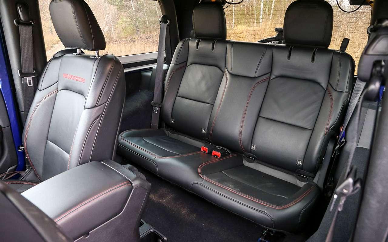Тест-драйв легенд бездорожья: Lada 4x4, Suzuki Jimny, Jeep Wrangler— фото 1089413