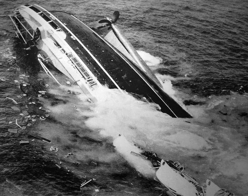 Лайнер затонул только спустя почти 11часов после столкновения.