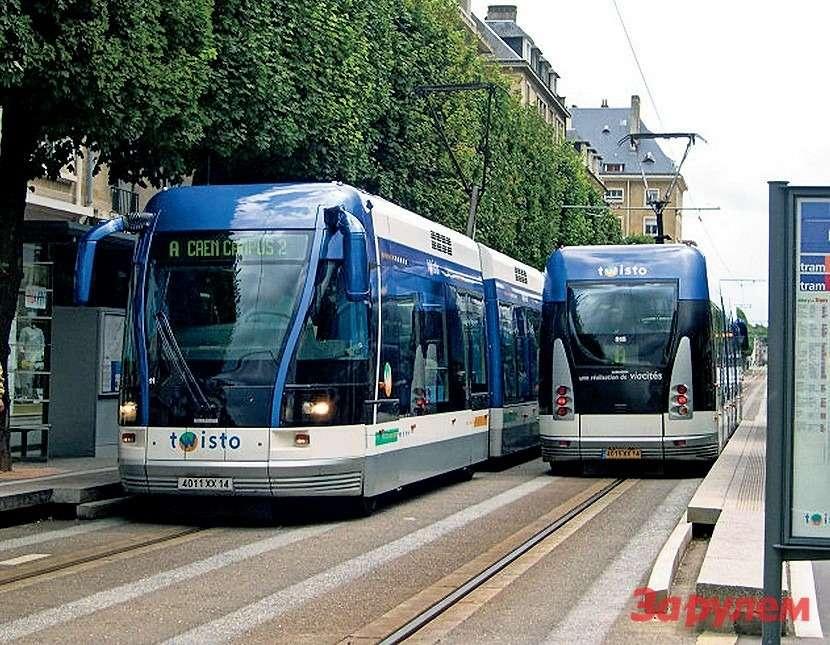 Вотэто уже ивсамом деле почти трамвай: вгороде Кан (Франция) пошли дальше ииспользовали направляющий рельс как «нулевой» провод. Это позволило избавиться отштанг, соскакивающих спроводов. Ивсе жеэто не рельсовый транспорт, хотя французы иназывают его трамваем напневматиках.