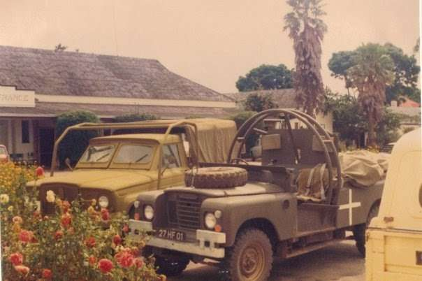 Land Rover сдугами отопрокидывания.