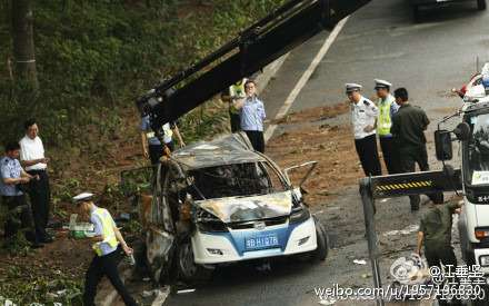 201205290832_byd_e6_ev_taxi_crash_shenzhen