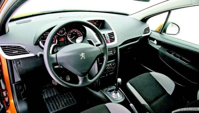 Peugeot 207, Chevrolet Aveo, Skoda Fabia: Кавалеры приглашают дам— фото 93085