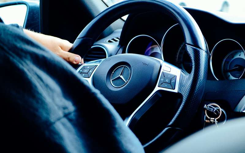 Отзыв Mercedes-Benz: болты плохо прикручены