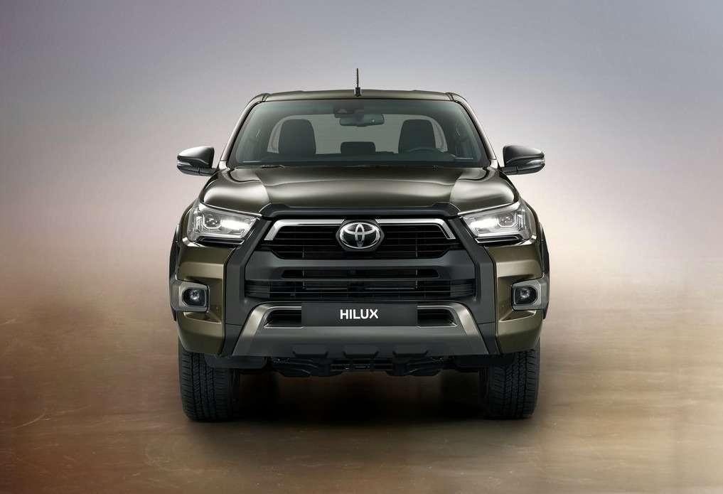 Обновления Toyota Hilux: другой двигатель ирешетка— фото 1138116