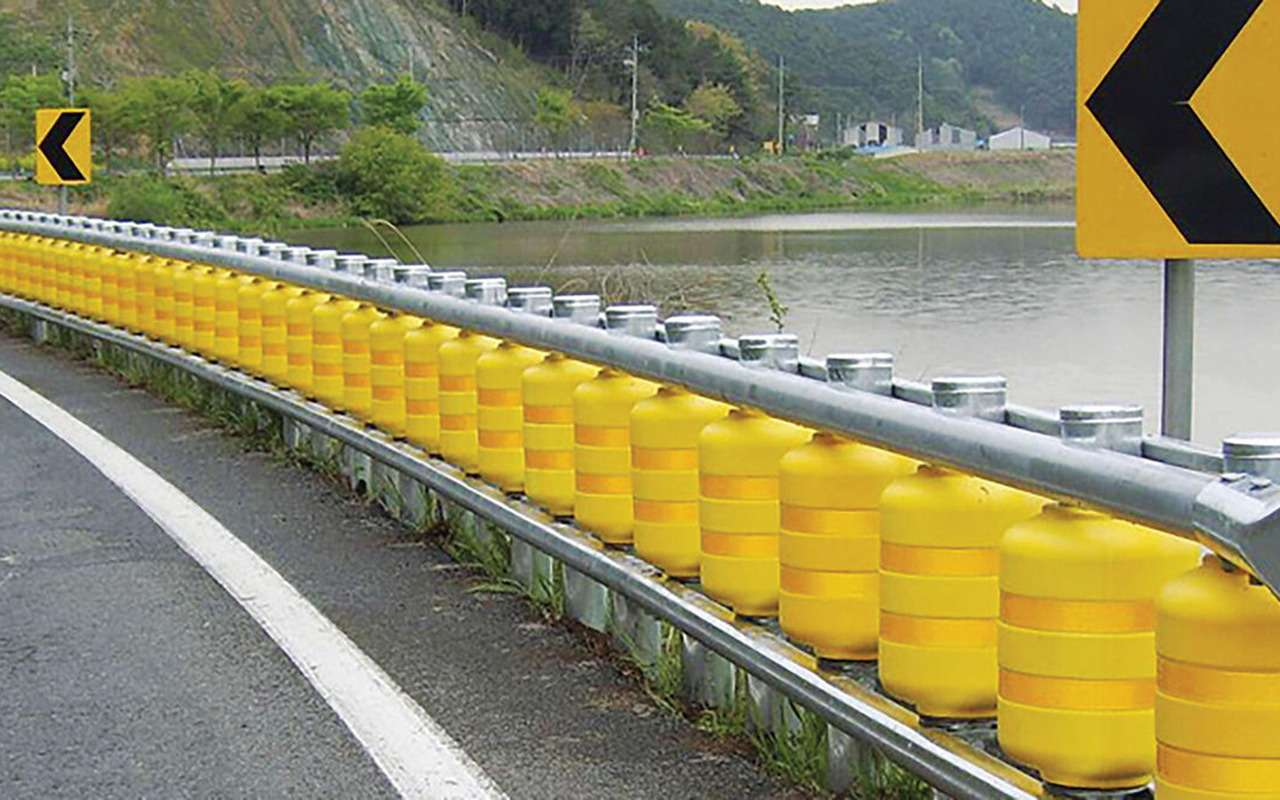 Новые барьерные ограждения гасят энергию столкновения— фото 1271286