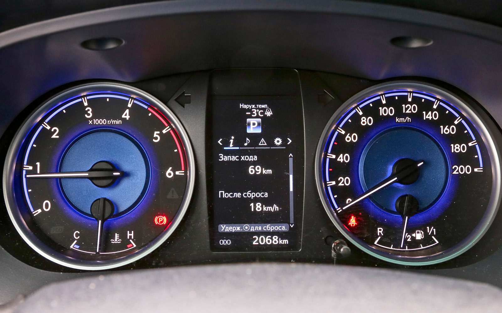 Пикапы Isuzu D-Max, Mitsubishi L200и Toyota Hilux: на«обортаж»!— фото 698437