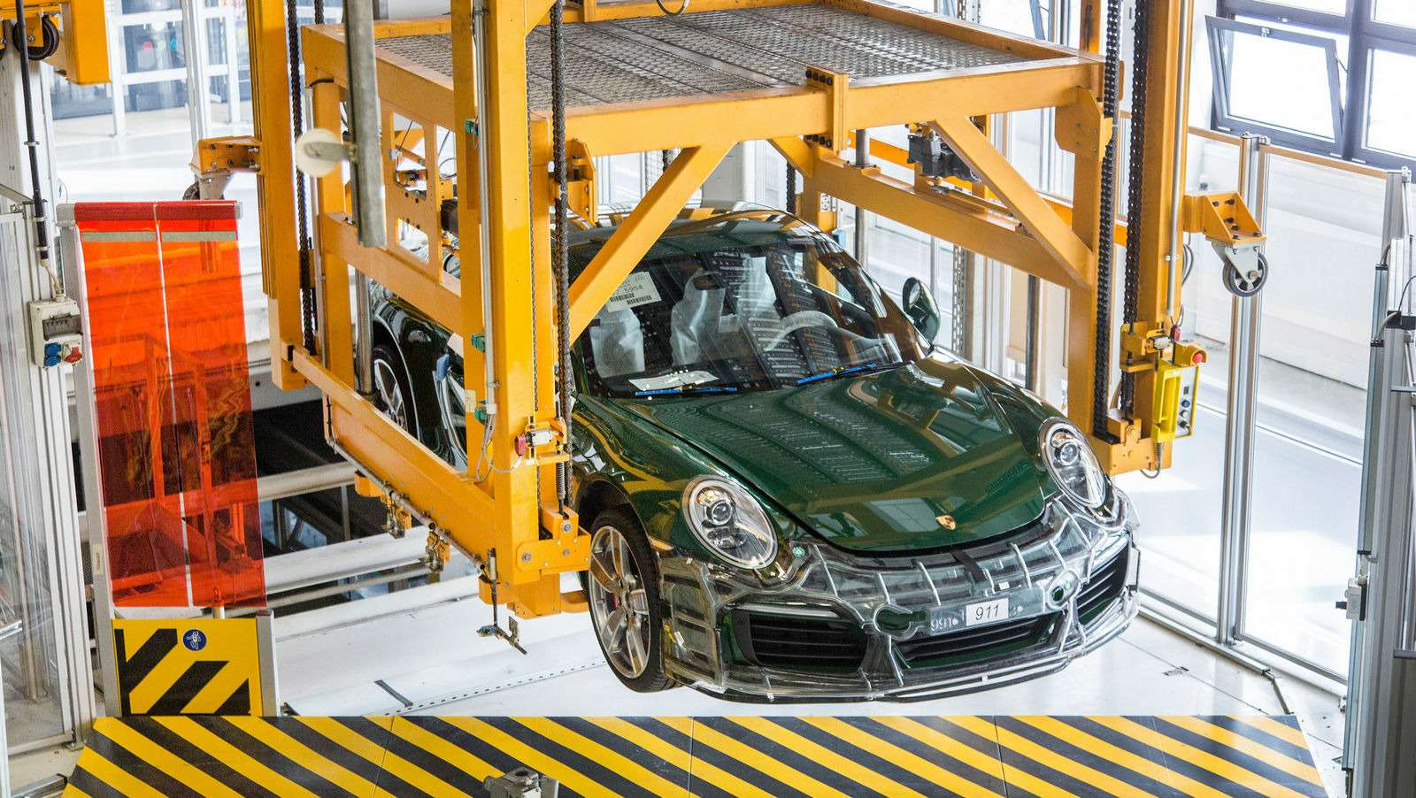 Многая лета: выпущен миллионный Porsche 911— фото 749850