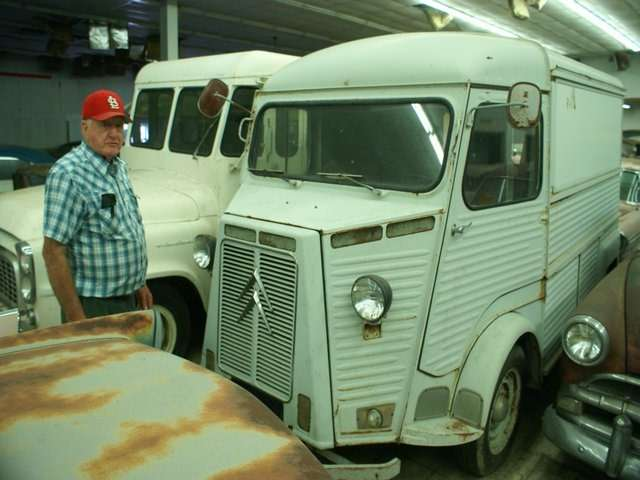 Бывший дальнобойщик решил продать свою коллекцию из700 машин— фото 702197
