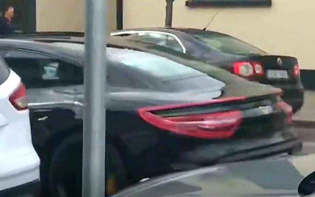 Новый Porsche Taycan: испытания подшильдиком Mercedes-Benz— фото 969758