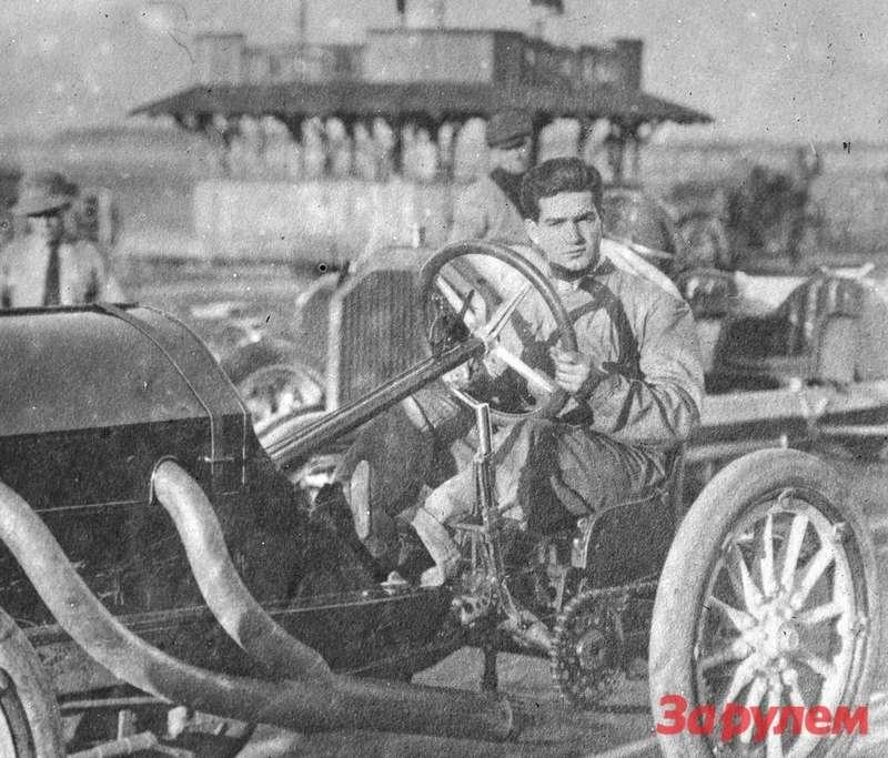 Пилот Ральф де Пальма (18.12.1882 - 31.5.1956 г.) выиграет 500-мильную гонку в Индианаполисе в 1915 году. Фото: Library of Congress