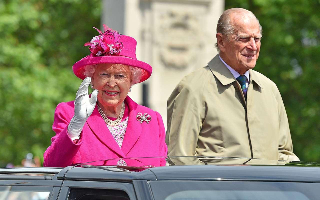 Муж королевы Великобритании решил отказаться отсвоих прав