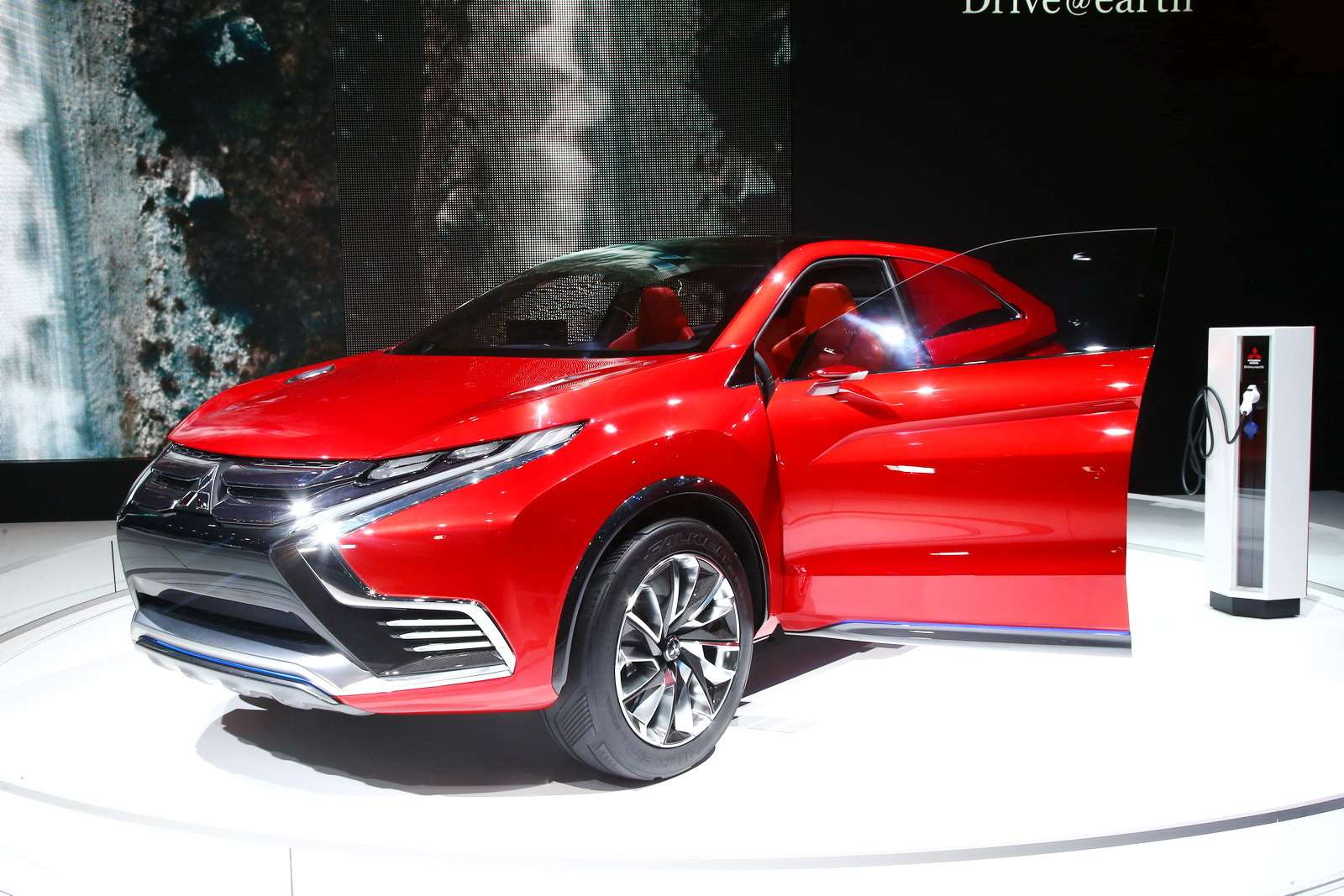 Mitsubishi XR-PHEV II 2_новый размер_exposure