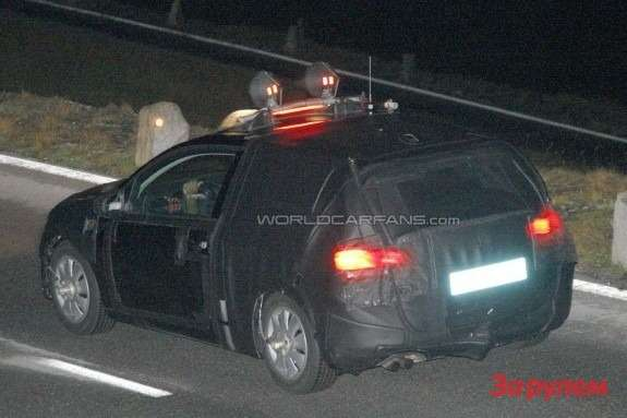 New SEAT Leon test prototype side-rear view