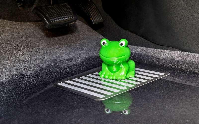 Выбираем коврики дляавтомобиля— тест 10комплектов
