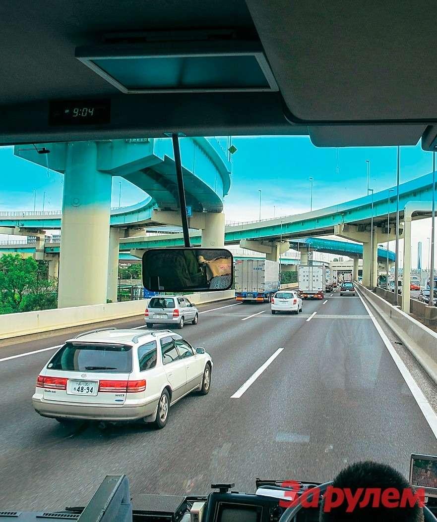 Японский городовой! Дорожное движение вЯпонии— фото 259299