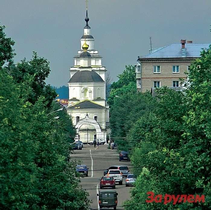 Покровская церковь вРузе начиная сXVII века неединожды перестраивалась. В1933 году церковь закрыли. Чего здесь только не было— отрентгеновского кабинета доморга.