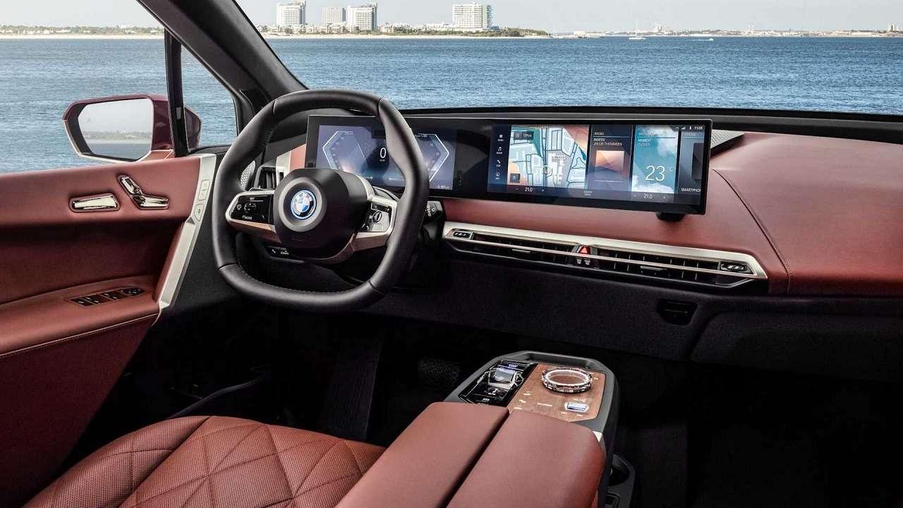 Сплошной огромный экран: BMW показала новую приборную панель— фото 1231352