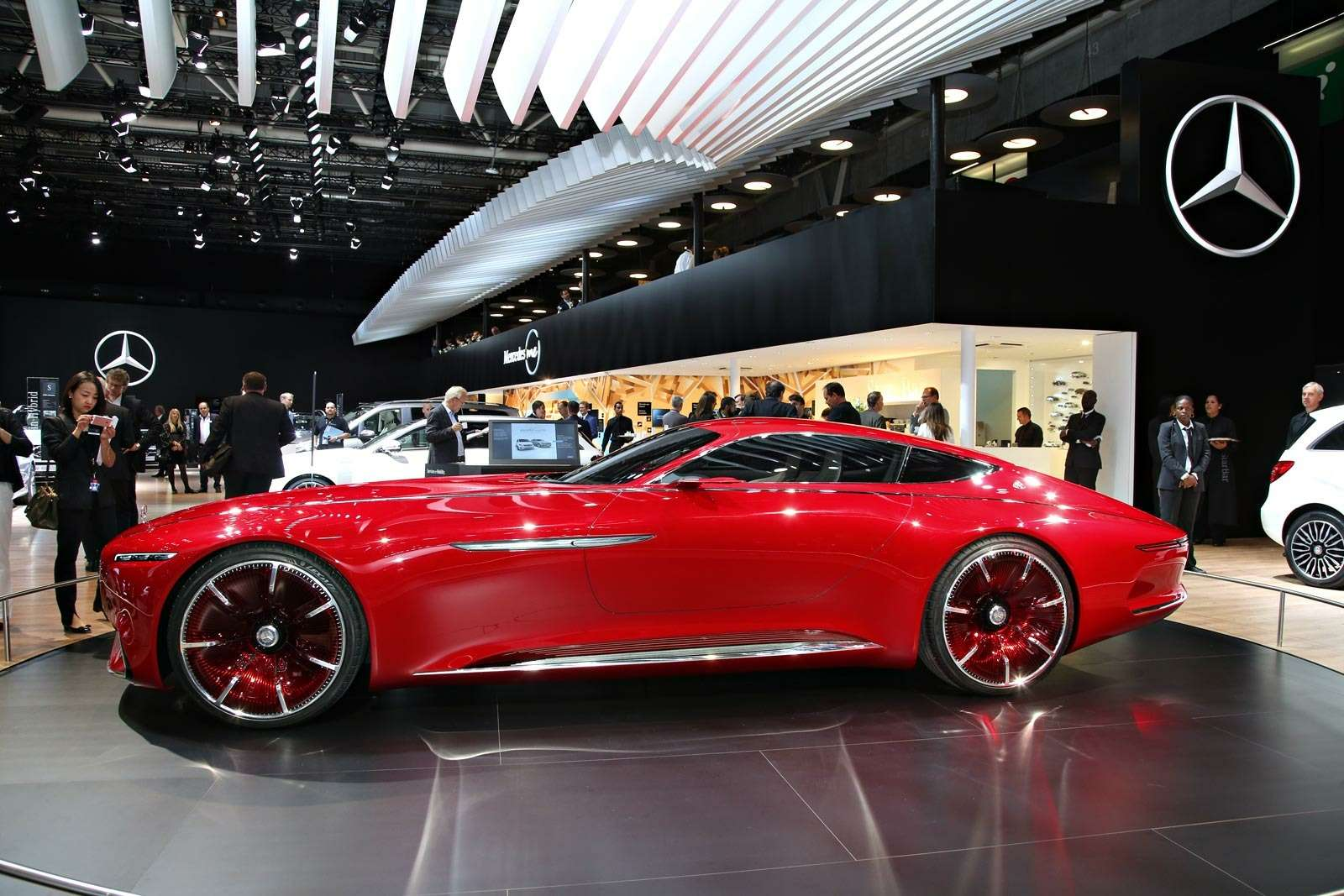 Самый красивый автомобиль Парижа: Vision Mercedes-Maybach 6завоевывает сердца— фото 643577
