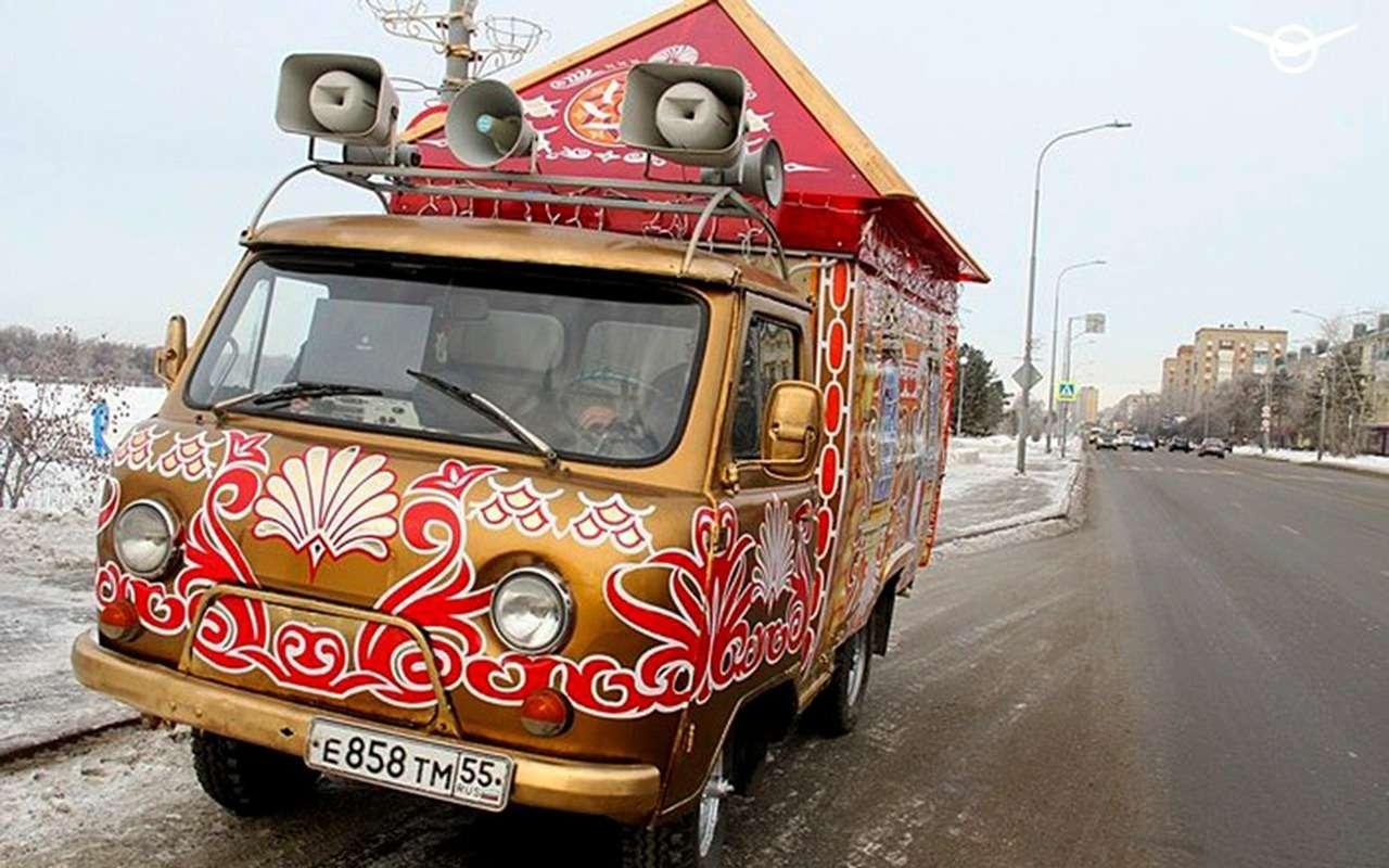 УАЗБуханку превратили вавтомобиль Деда Мороза— фото 1211809