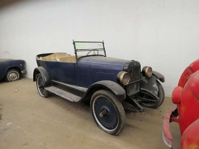 Бывший дальнобойщик решил продать свою коллекцию из700 машин— фото 702158