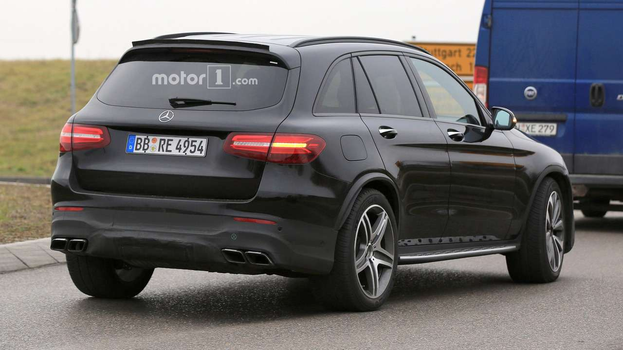 Удар кувалды: кроссовер Mercedes-AMG GLC 63из Преисподней— фото 681064