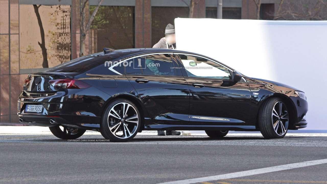 Новый Opel Insignia: наулицах города вовсей красе!— фото 674296