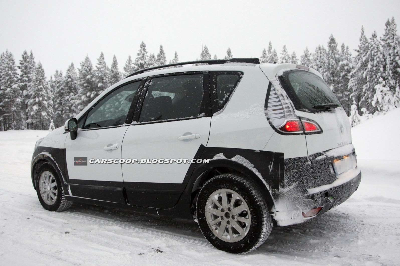 Newoff-road Renault Scenic test prototype 3_no_copyright