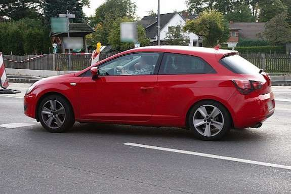 New 3-door SEAT Leon test prototype side view no_copyright