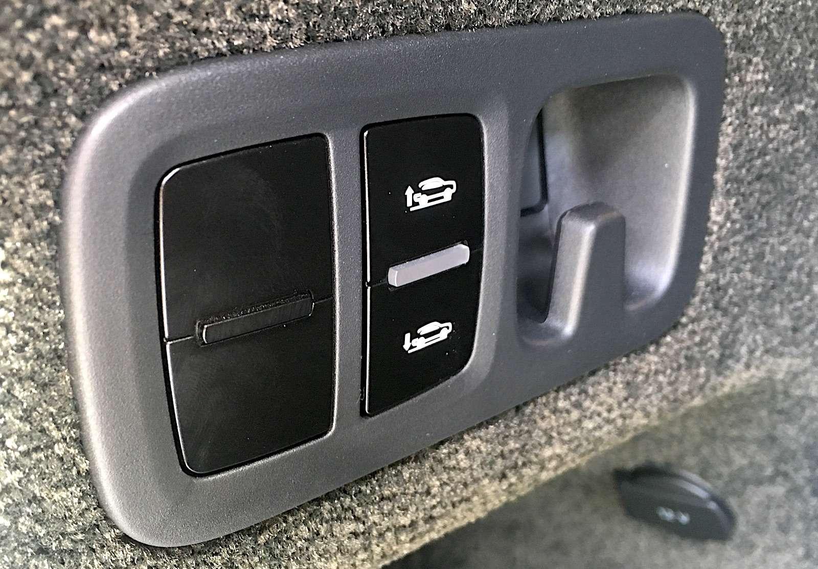 Bentley Bentayga Diesel: 4,8до сотни— самая медленная версия!— фото 884144