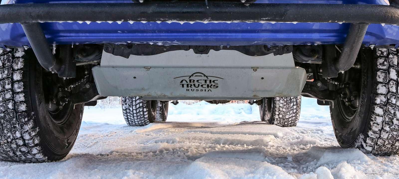 Пикапы Toyota Hilux Arctic Trucks: 4х4или 6х6?— фото 745685