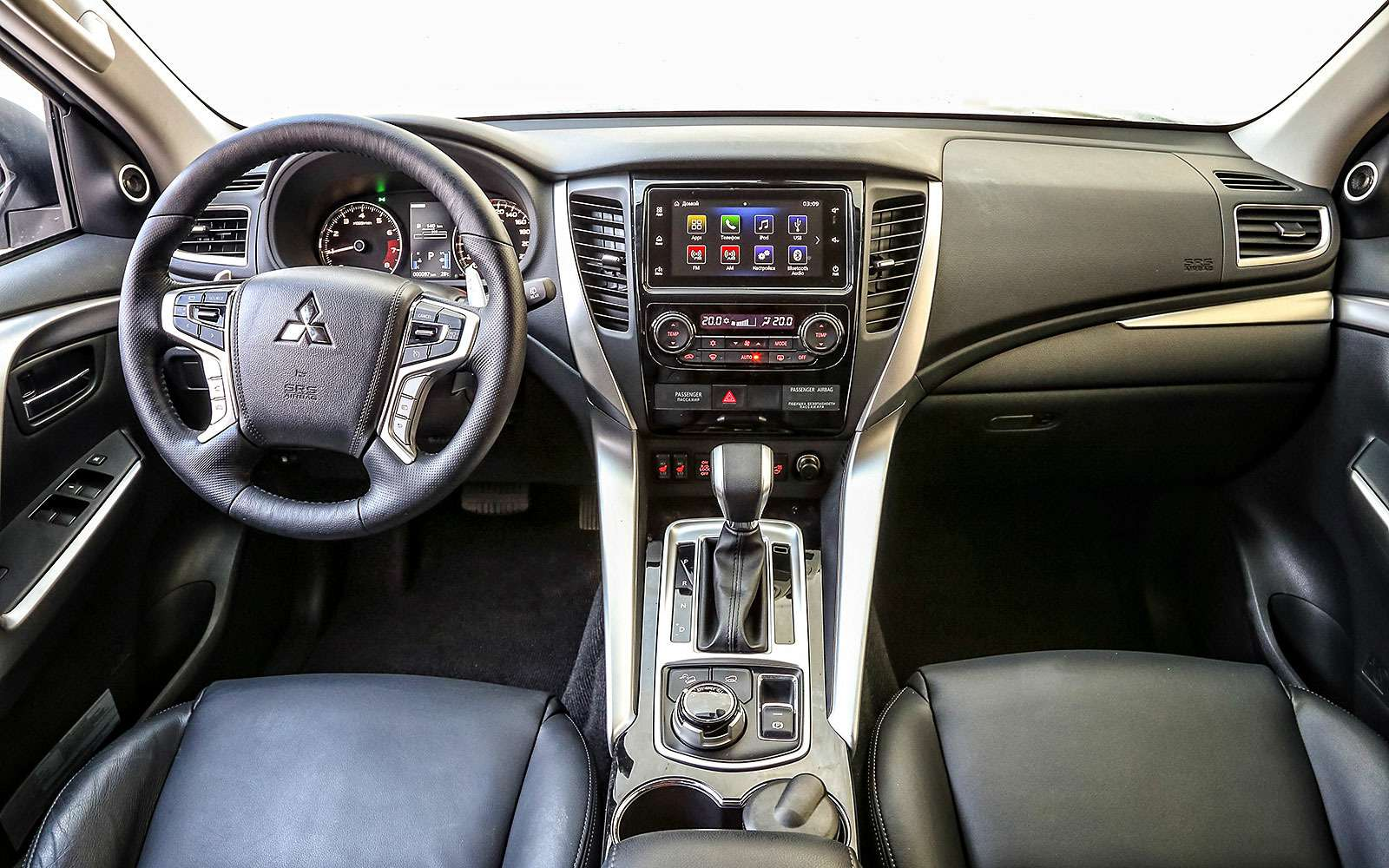 Новый Mitsubishi Pajero Sport против старого: другая лига— фото 626564