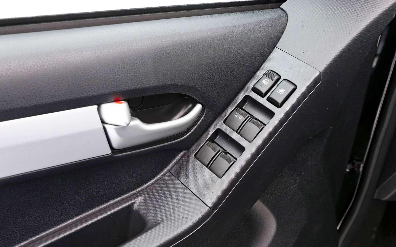 Пикапы Isuzu D-Max, Mitsubishi L200и Toyota Hilux: на«обортаж»!— фото 698423