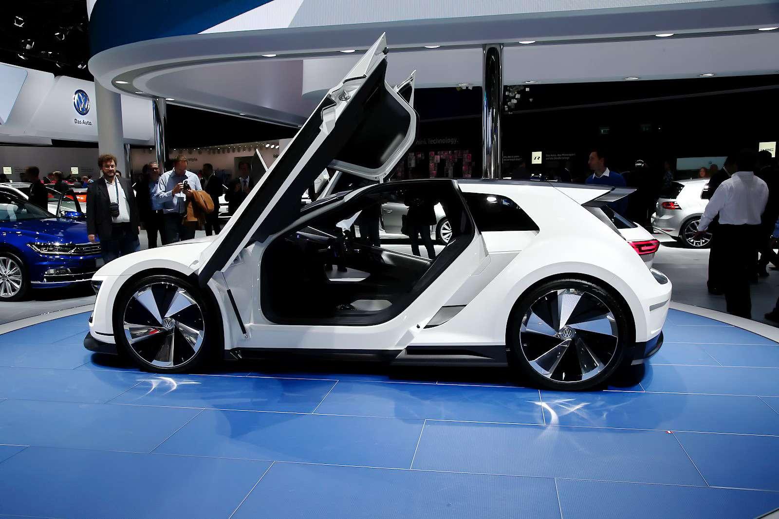 VW_Golf_GTE_Sport_3
