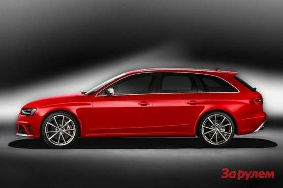 Audi RS4 Avant side view