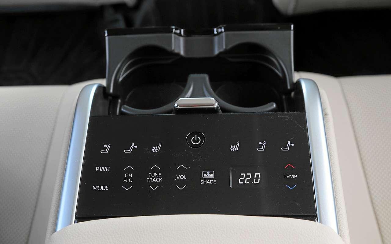 5 плюсов иодин минус седана Toyota Camry— фото 878715