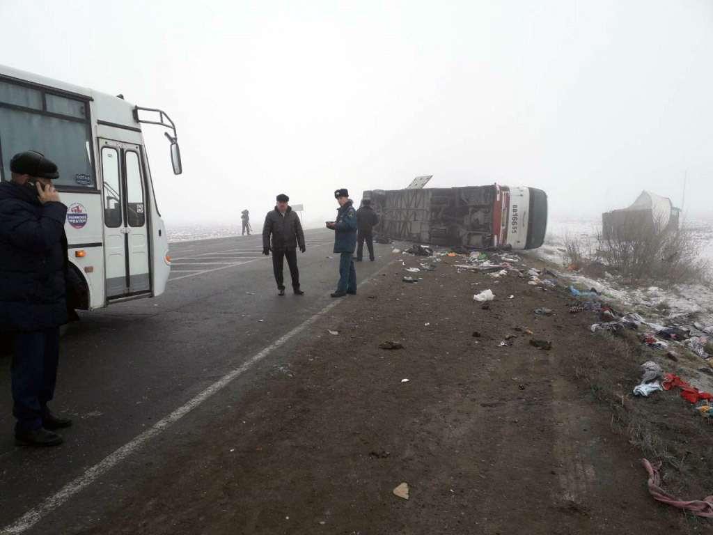 ВТюмени автобус столкнулся сгрузовиком— 13пострадавших