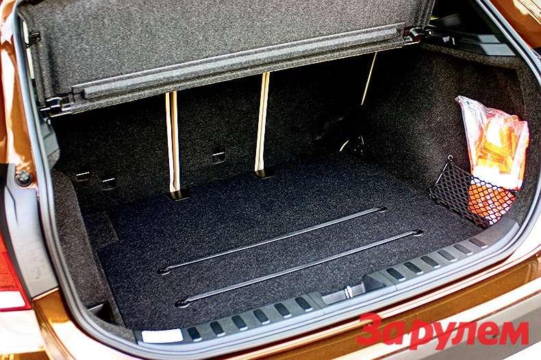 Длякрепления мелкого багажа предусмотрены вмонтированные впол ленты. Задний ряд сидений раскладывается впропорции 40:20:40.