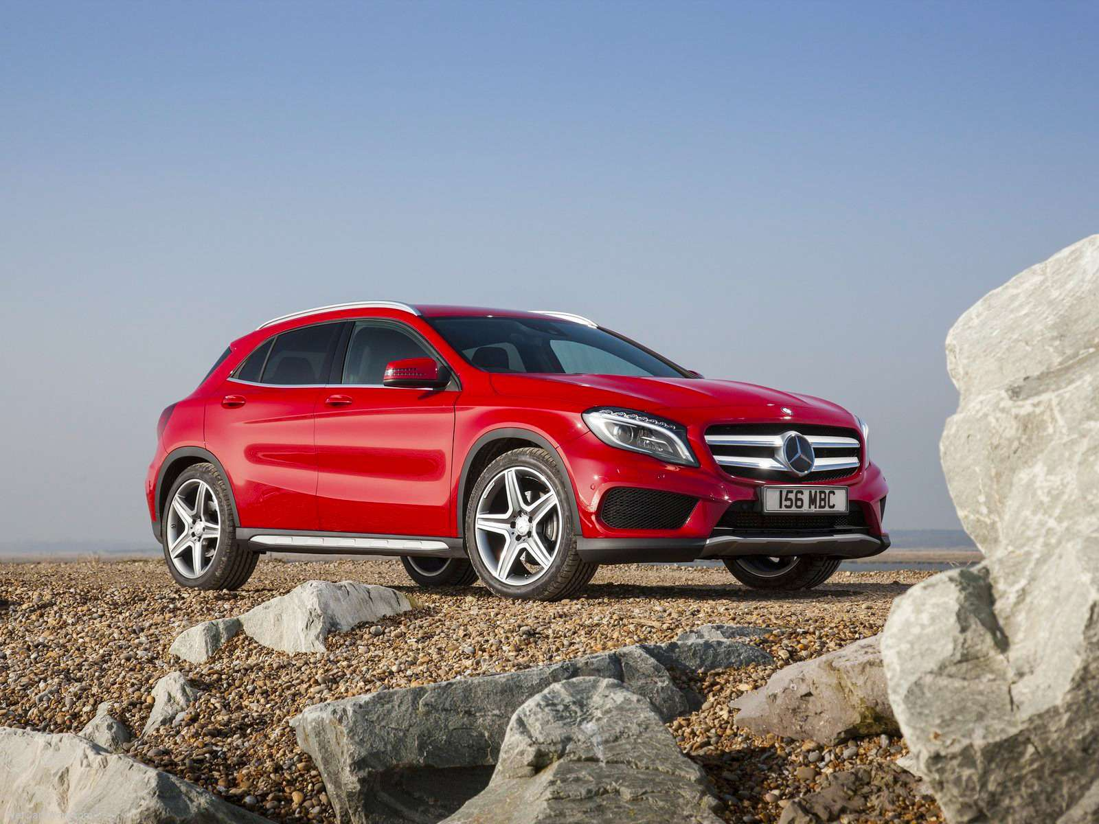 Mercedes-Benz-GLA_UK-Version_2015_1600x1200_wallpaper_06