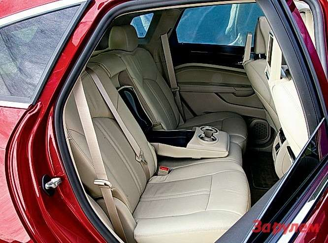 Cadillac SRX: Хоть инезавораживает простором сзади, ноне теснее аналогов.