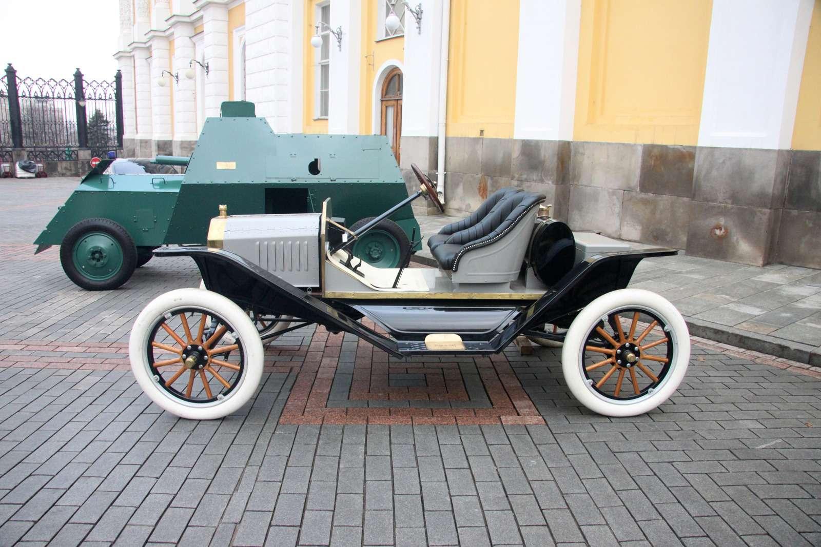 В Кремле приоткрыли автомобильный гараж династии Романовых— фото 715706
