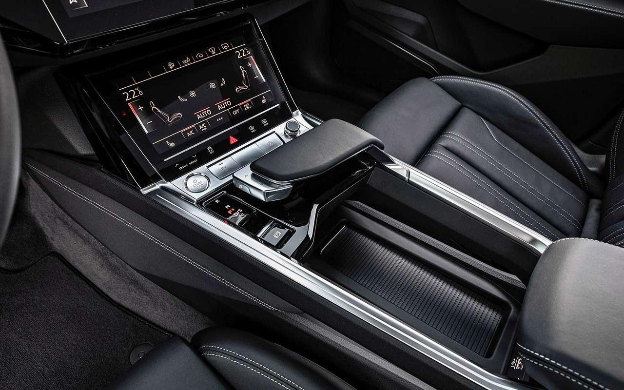 Электрокроссовер Audi e-tron: тест впесках Абу-Даби— фото 973067