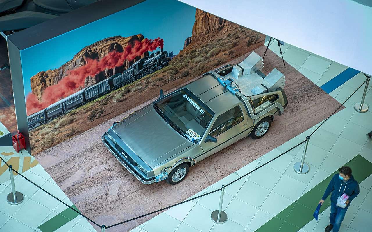 Бэтмобиль и другие прикольные машины (17 фото с выставки) - фото 1168680