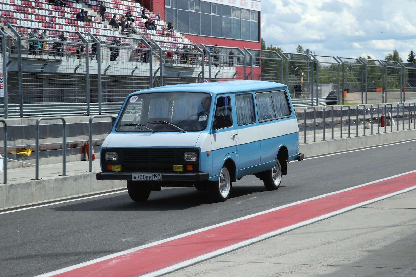 Болид ГАЗ-24«Зарулем» наMoscow Classiс Grand Prix— фото 608360