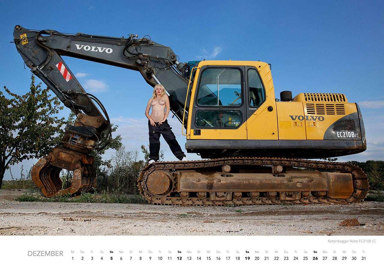 Календарь-2021: юные красотки итяжелая техника— фото 1206301