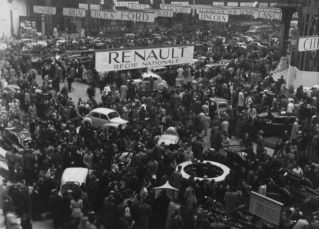 Парижский автосалон 1946 года стал местом публичного дебюта радиальных шин Michelin. Столпотворение настенде Renault.